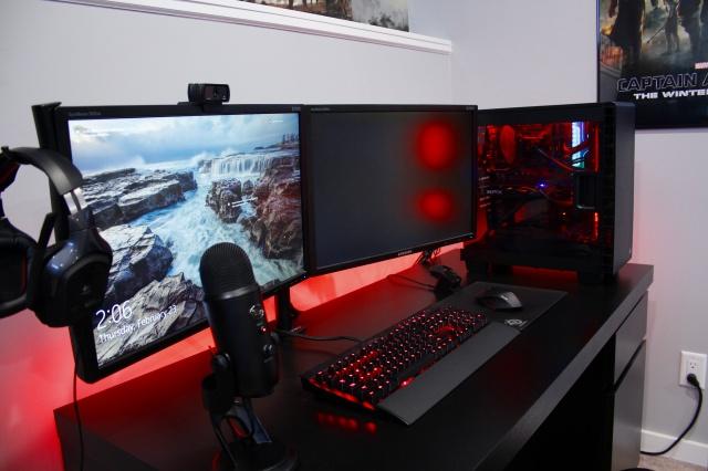 PC_Desk_MultiDisplay88_50.jpg