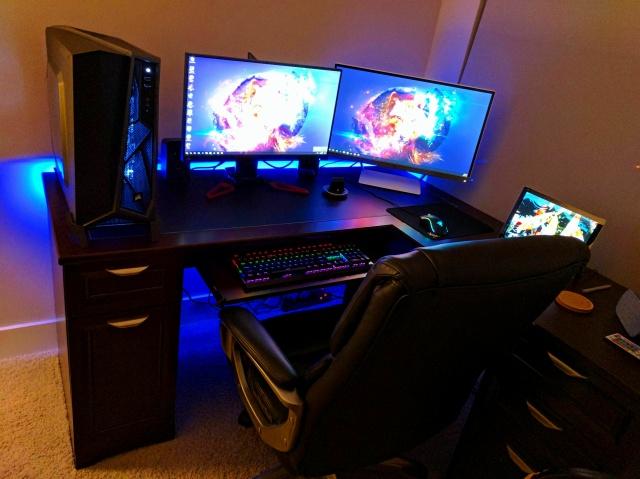 PC_Desk_MultiDisplay88_74.jpg