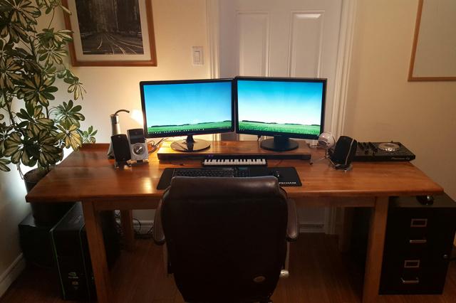 PC_Desk_MultiDisplay88_94.jpg