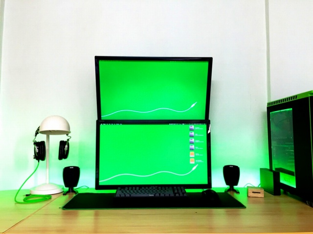 PC_Desk_MultiDisplay89_61.jpg