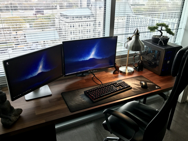 PC_Desk_MultiDisplay90_56.jpg
