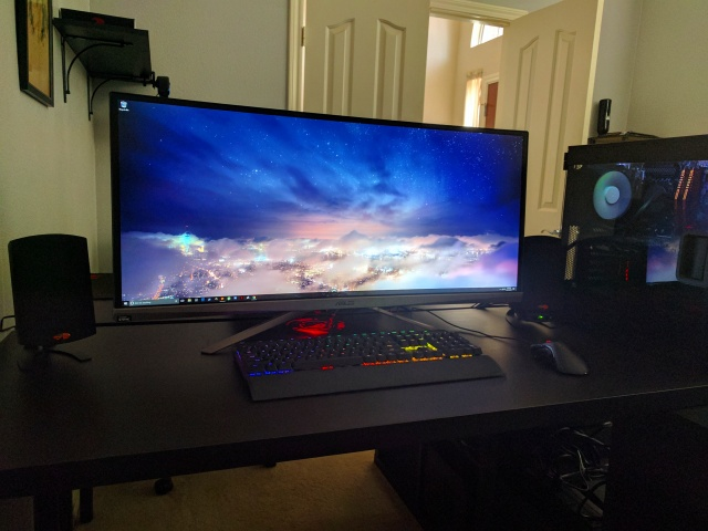 PC_Desk_UltlaWideMonitor17_33.jpg