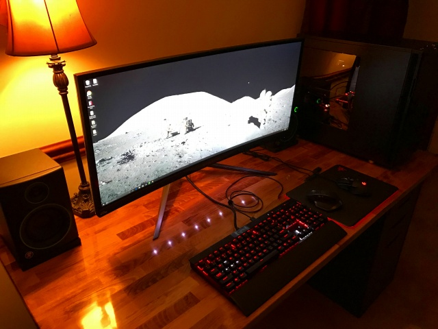 PC_Desk_UltlaWideMonitor17_49.jpg
