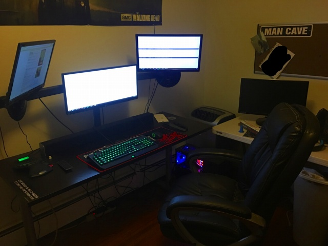 PC_Desk_UltlaWideMonitor17_94.jpg