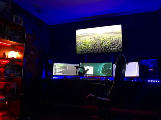 PC_Desk_UltlaWideMonitor18_14.jpg