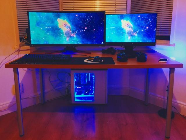 PC_Desk_UltlaWideMonitor18_26.jpg