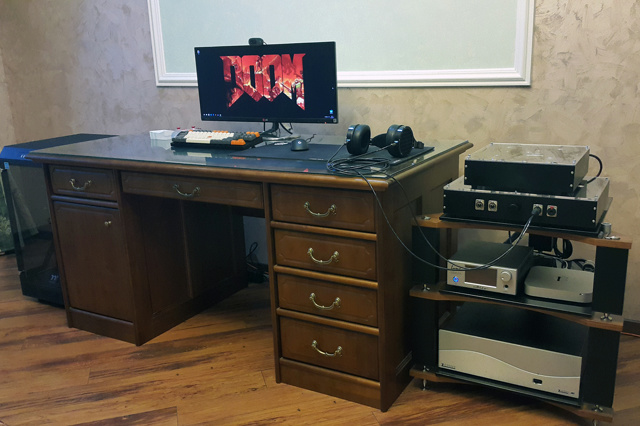PC_Desk_UltlaWideMonitor18_33.jpg