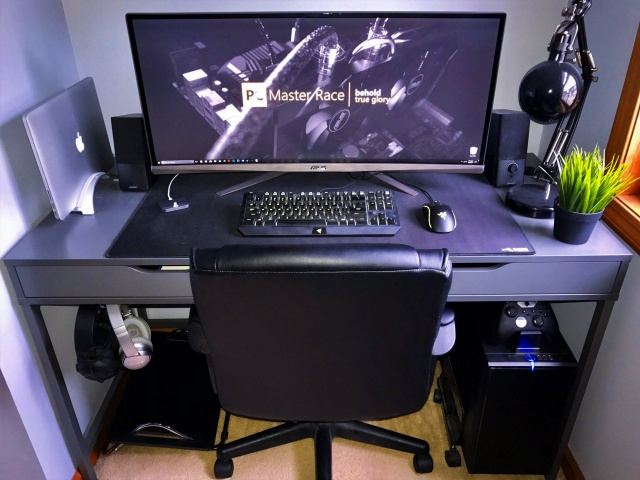 PC_Desk_UltlaWideMonitor18_34.jpg
