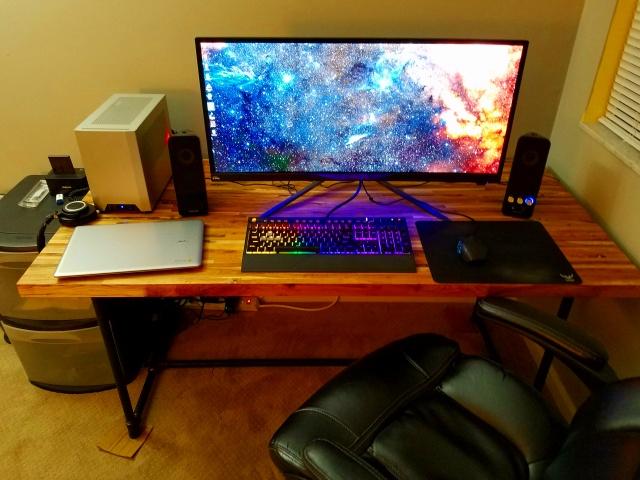 PC_Desk_UltlaWideMonitor18_44.jpg