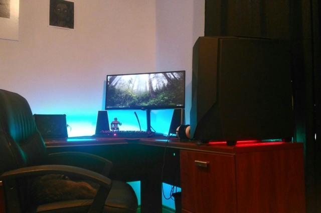 PC_Desk_UltlaWideMonitor18_58.jpg