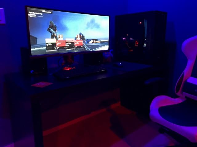 PC_Desk_UltlaWideMonitor18_61.jpg
