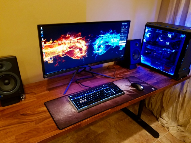 PC_Desk_UltlaWideMonitor18_68.jpg