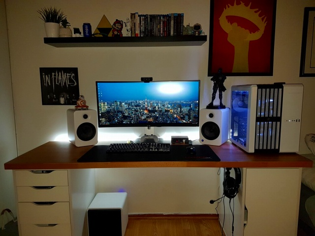 PC_Desk_UltlaWideMonitor18_76.jpg