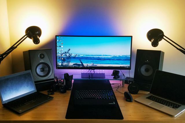 PC_Desk_UltlaWideMonitor18_80.jpg