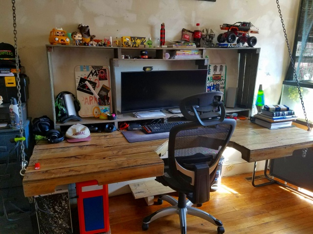 PC_Desk_UltlaWideMonitor18_86.jpg