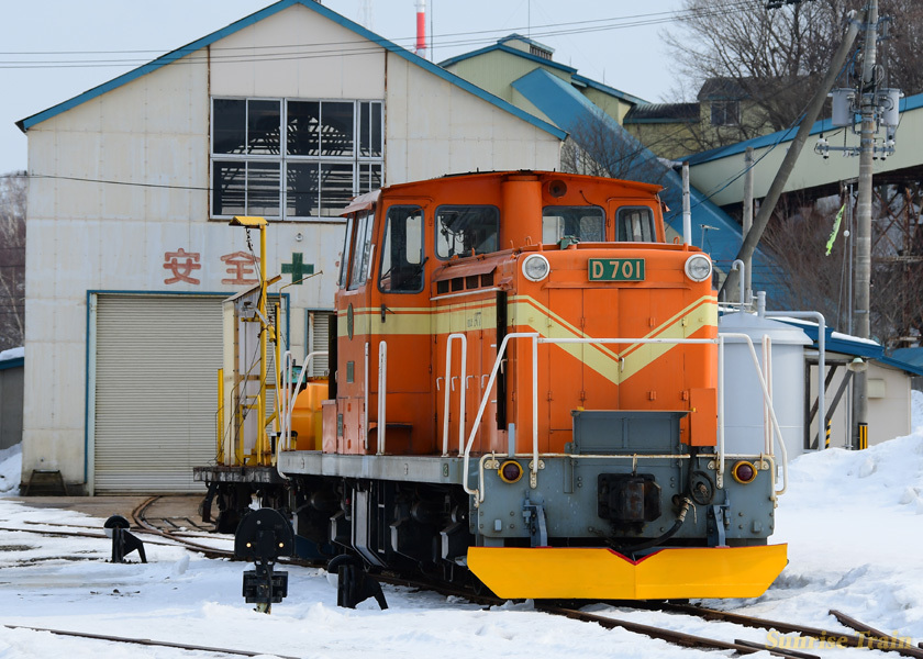 オレンジのD701