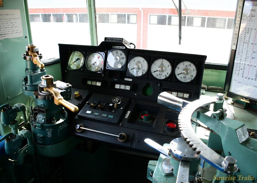 EF81 138の運転台