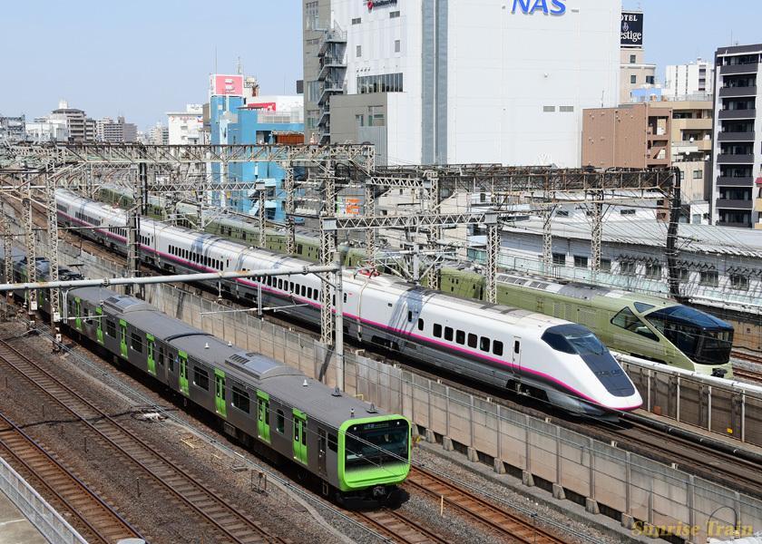 E3系リバイバル塗装の秋田新幹線20周年記念号