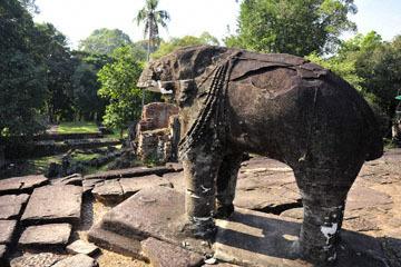 blog 233 Cambodia, Siam Reap, Roluos Group (Lolei, Preah Ko, Bakong) Bakong_DSC0031-12.4.14.(2).jpg
