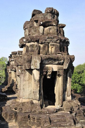 blog 233 Cambodia, Siam Reap, Roluos Group (Lolei, Preah Ko, Bakong) Bakong_DSC0041-12.4.13.(2).jpg