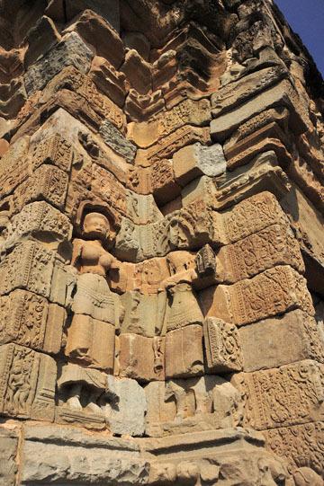 blog 233 Cambodia, Siam Reap, Roluos Group (Lolei, Preah Ko, Bakong) Bakong, Apsara_DSC0064-12.4.13.(2).jpg