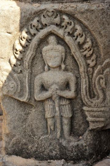 blog 233 Cambodia, Siam Reap, Roluos Group (Lolei, Preah Ko, Bakong) Bakong, Devata_DSC0069-12.4.13.(2).jpg