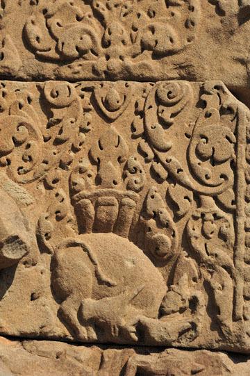 blog 233 Cambodia, Siam Reap, Roluos Group (Lolei, Preah Ko, Bakong) Bakong, Bull_DSC0073-12.4.13.(2).jpg
