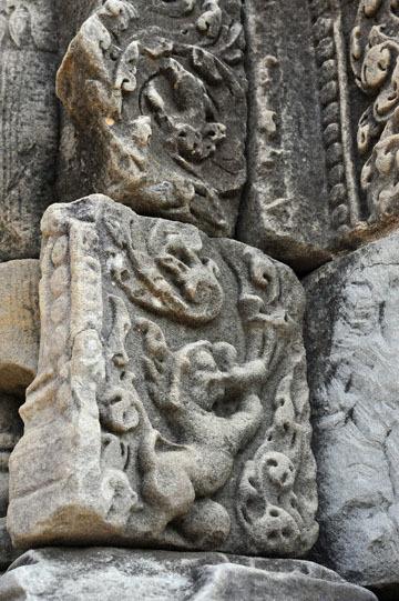 blog 233 Cambodia, Siam Reap, Roluos Group (Lolei, Preah Ko, Bakong) Bakong, Lion_DSC0077-12.4.13.(2).jpg