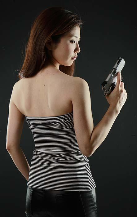 智美:拳銃
