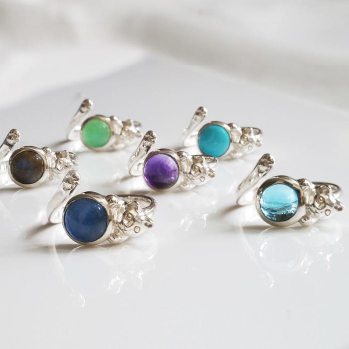 NEW★宝石とたわむれる猫リング