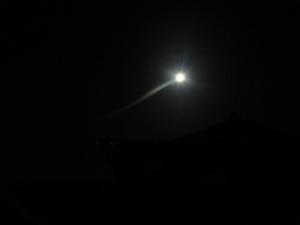 散歩中の満月