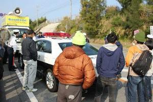 C5uKeVwU4AE8yXf約50人が抗議行動