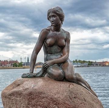 aCopenhagen_-_the_little_mermaid_statue_-_2013.jpg