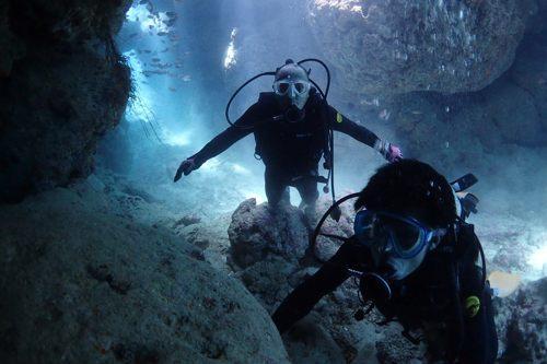 青の洞穴に到着