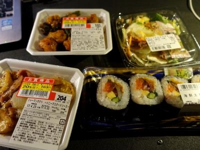 夕食はスーパーのお惣菜