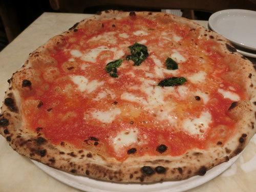 「ダ ミケーレ」(恵比寿)はナポリの味とサイズ、チーズとトマト!