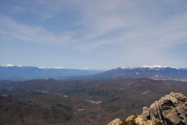 瑞牆山の山頂から南アルプスと八ヶ岳