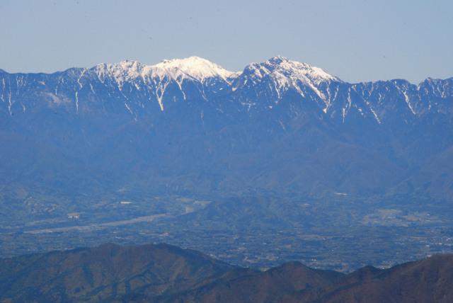 瑞牆山の山頂から南アルプス_甲斐駒と仙丈のアップ