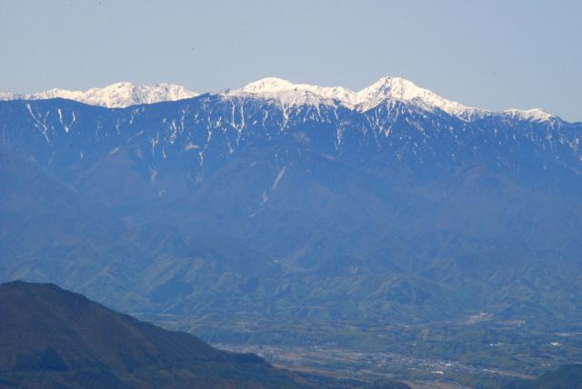 瑞牆山の山頂から南アルプス_北岳と間ノ岳と塩見岳