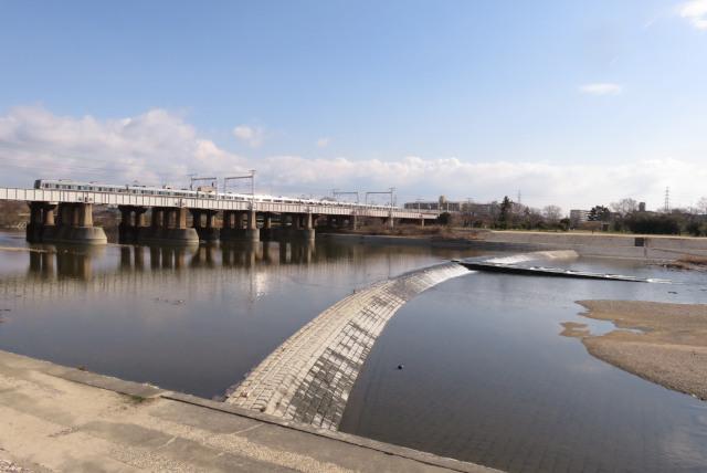 武庫川の河川敷JR神戸線の高架橋