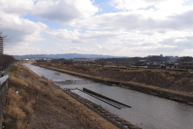 兵庫県三田市_武庫川堤防から六甲山の眺め