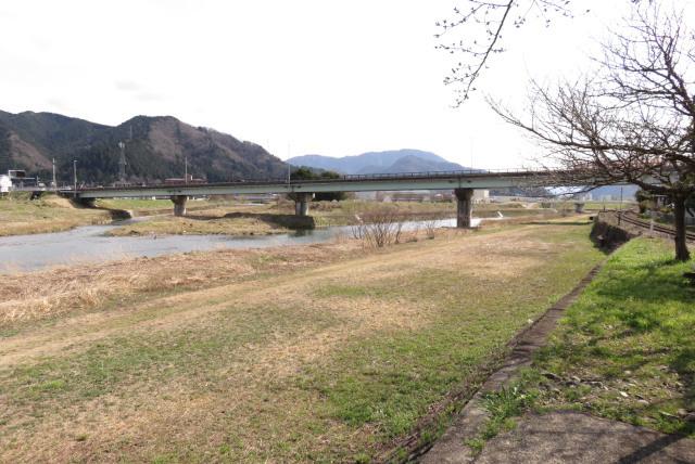 与布土川と円山川の合流地点