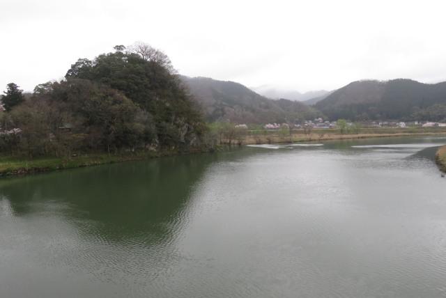 円山川の伊佐橋から舟山公園