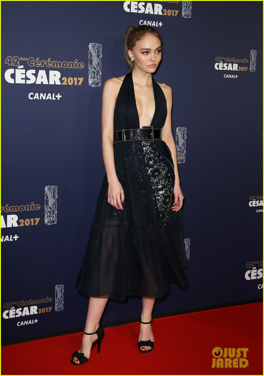 lily-rose-depp-sparkles-in-chanel-at-cesar-film-awards-02.jpg