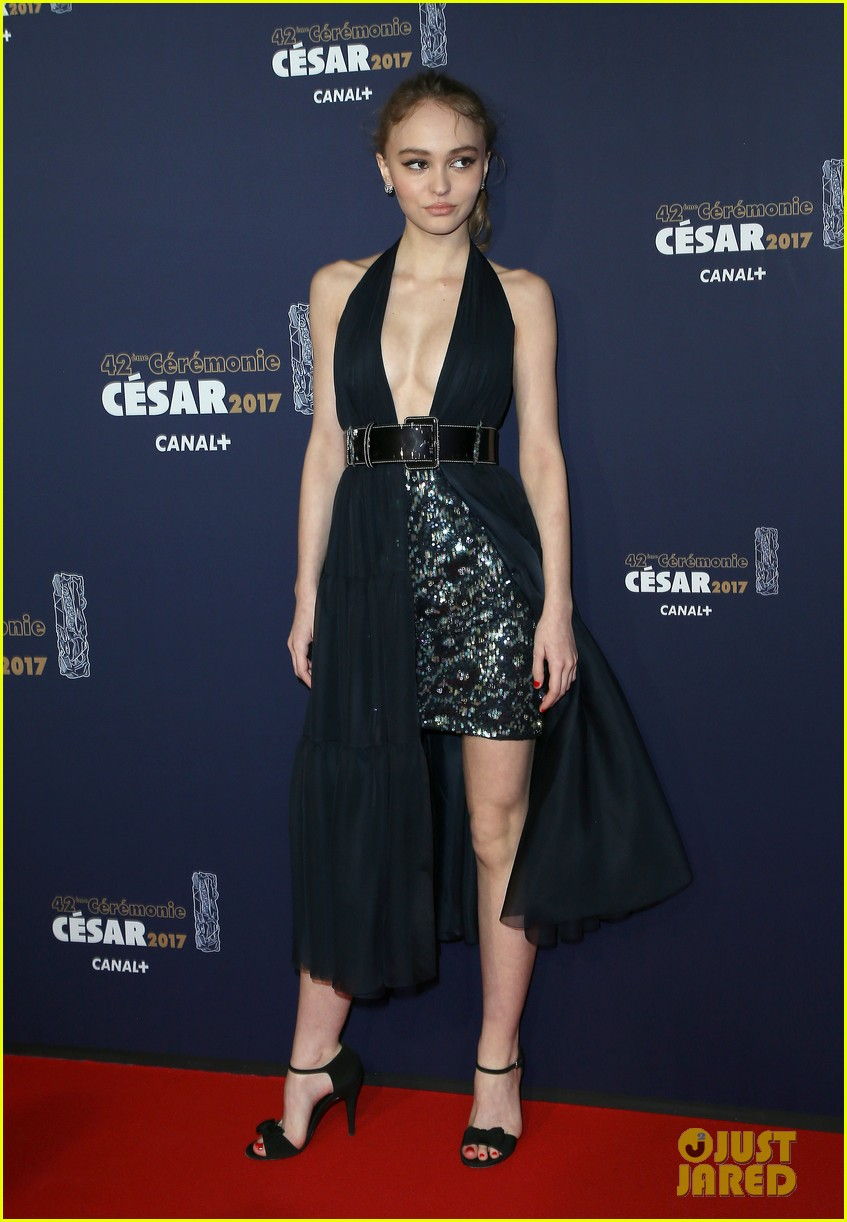 lily-rose-depp-sparkles-in-chanel-at-cesar-film-awards-11.jpg