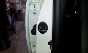 ドアストライカーカバー1