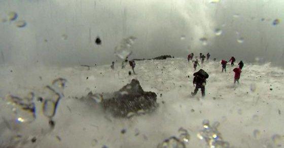 【マグマ】イタリア・エトナ山が突然の爆発的噴火…火山で取材していた記者ら10人が負傷