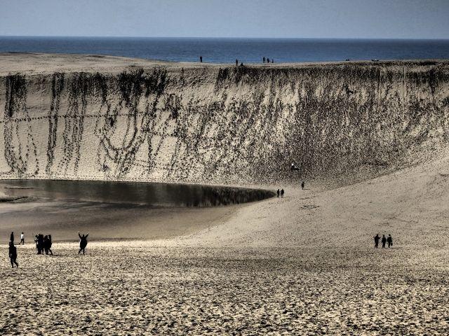 【湧き水】鳥取砂丘の「オアシス」が例年にないほど巨大化…地下水が増加したため
