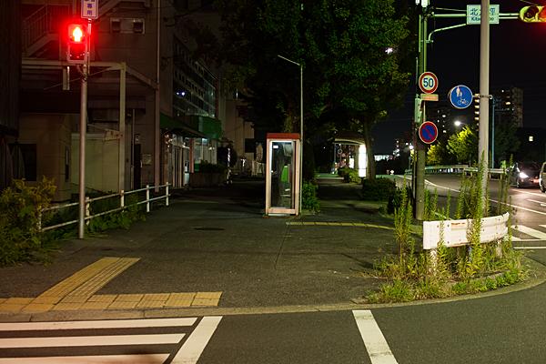 夜の電話ボックス