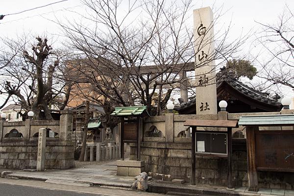 榎白山神社入り口